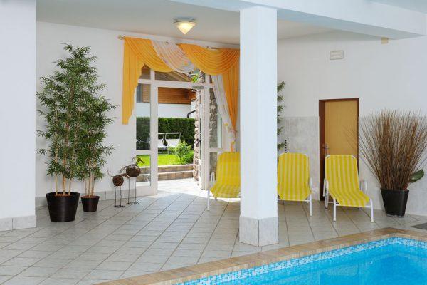 Hallenbad im Appartement Riederhof